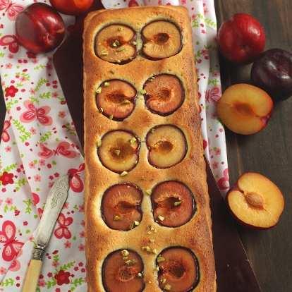 Бадемова тарта със сливи