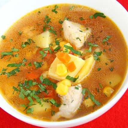 Доматена супа с пиле и царевица