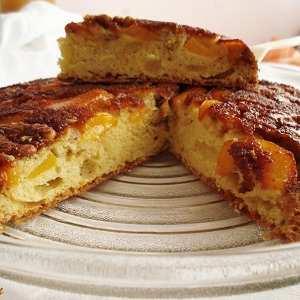 Карамелизиран десерт с праскови и орехи