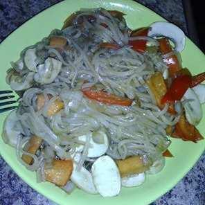 Китайски оризови спагети със зеленчуци
