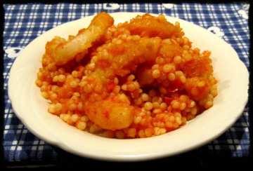 Кускус с калмари и доматен сос