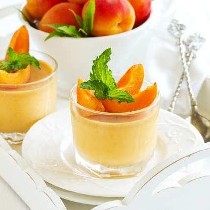 Летен десерт с кайсии