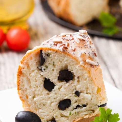 Солен кекс с маслини и семена